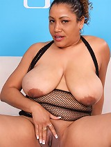 Hot vanilla fatty spreads her pussy lips on camera